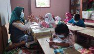 Permalink ke Meski Dibayar Rp 2.000, Ia Ikhlas Mendidik Anak-anak Mengenal Huruf dan Berhitung