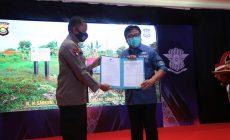 Permalink ke Dorong Kemajuan Kepolisian Sumsel, Herman Deru Diberikan Penghargaan