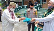 Permalink ke Polres Lahat Bagikan Sajadah dan Masker ke Jema'ah Mesjid