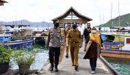 Permalink ke Wabup Natuna Bagikan Sembako dan Sosialisasi New Normal di Pulau Tiga Barat